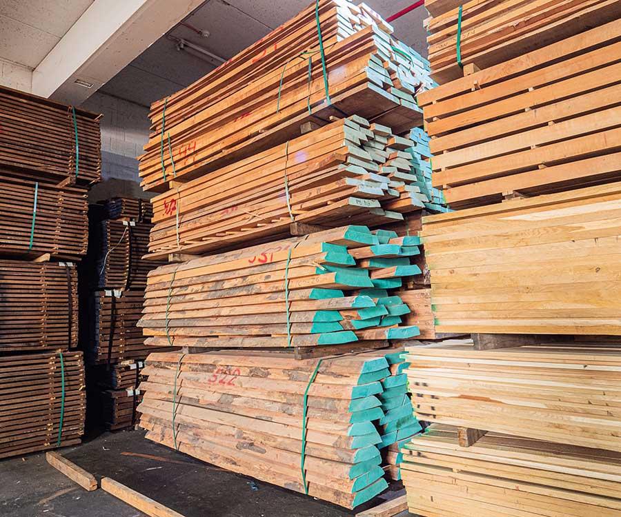 מחסן עצים בוק